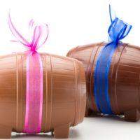 Figuras al peso de chocolate negro 71% de cacao y chocolate con leche 45% de cacao Precio: $6,30/100gr