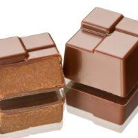 Chocolate negro relleno de praliné de avellana con acentos de especias. $5,90/100gr