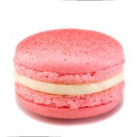 Macarrón relleno de crema perfumada con esencia natural de rosa.