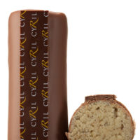 Mazapán de almendra, nueces y canela cubierto de chocolate con leche 45% de cacao. $4,70