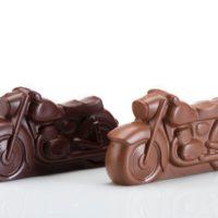 Figuras de chocolate negro 71% de cacao y chocolate con leche 45% de cacao. $5.50