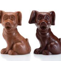 Figuras de chocolate negro 71% de cacao y chocolate con leche 45% de cacao. $10.95
