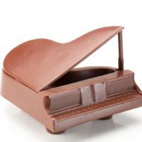 Figuras de chocolate negro 71% de cacao y chocolate con leche 45% de cacao. $14,75