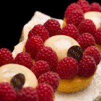 •Masa sablé breton •Crème brûlée perfumada con vainilla natural •Frambuesas frescas Sugerencia: servir frío. $4,10