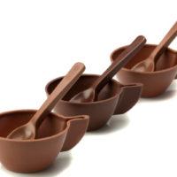 Figuras de chocolate negro 71% de cacao y chocolate con leche 45% de cacao. $3,45