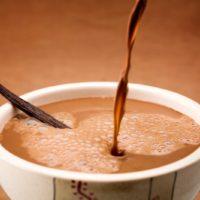 Chocolate caliente más suave y perfumado con vainilla natural, exclusivamente para los niños. $3,95