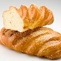 Pan dulce cubierto de ajonjolí. $2,15