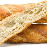 """Con bastantes """"azúcares lentos"""" y muy pocos lípidos, la baguette favorece la saciedad y regulariza la glicemia. De sabor suave, con su corteza fina y crujiente, la baguette acompaña cualquier cena, almuerzo y desayuno. (Contiene solamente 0,5% de levadura.) $1,80"""
