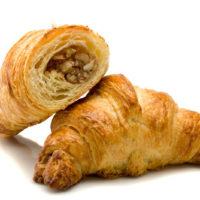 Croissant relleno de una masa de frutos secos (nueces, avellanas y almendras). $1,20