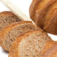 Pan elaborado con la cáscara del trigo. Debido a su alto contenido en fibras es muy bueno para el tracto intestinal. Dado su sabor intenso, se vuelve un pan ideal para acompañar quesos de sabores florales. (Contiene solamente 0,7% de levadura.) $2,20