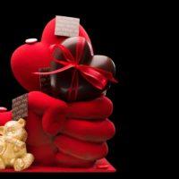Elaborado en chocolate negro 71% de cacao. Disponible a la venta hasta el 12 de mayo en edición limitada. $32,24