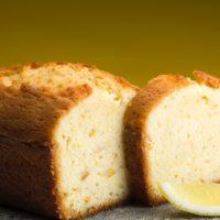 Cake de limón con trozos de limón amarillo enconfitado. 3-4 Pers. $4,05 6-7 Pers. $6,85 8-10 Pers. $9,00