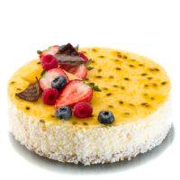 Masa de galleta especial Cheesecake New York Cheesecake Bizcocho de naranja Mousse de maracuyá Glaseado de maracuyá y naranja. Recomendación del Chef Cyril, sacar del refrigerador media hora antes de consumir.