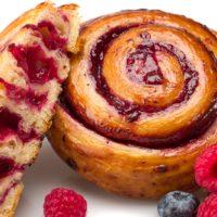 Masa de croissant rellena de una compota de frutos rojos (frambuesa, mora y mortiño) $1,65