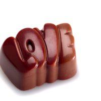 Chocolate con leche relleno de un praliné de coco. $6,45/100gr