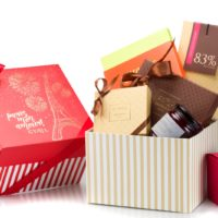 """Boîte Prestige """"Paris Mon Amour"""": $7,50 + los productos escogidos Boîte Prestige """"Source de Plaisirs et d'excellence"""": $7,50 + los productos escogidos"""