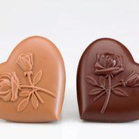 Disponible en chocolate negro 71% de cacao y chocolate con leche 45% de cacao $4,26