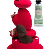 Escultura en chocolate disponible a la venta hasta el día 14 de febrero. Para la compra de una escultura, L'Occitane te regala una crema para mano de almendra 10ml. Edición limitada según stock disponible. $29,95