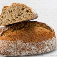 Este pan elaborado con varias harinas y trigo perlado, dejar expresar un sabor propio. Es ideal para los almuerzos y las cenas de todos los días. Perfecto para acompañar las ensaladas y quesos. No contiene levadura. $3,10