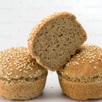 Pan elaborado con almidón de yuca, harina de amaranto, harina de quinua, linaza. Una excelente opción gustativa sin gluten. (Recordemos que nuestros panes sin gluten no son aptos para personas celiacas). $1.10