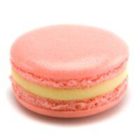 Macarrón relleno de ganache perfumada con ralladura de toronja roja y esencia natural de rosa